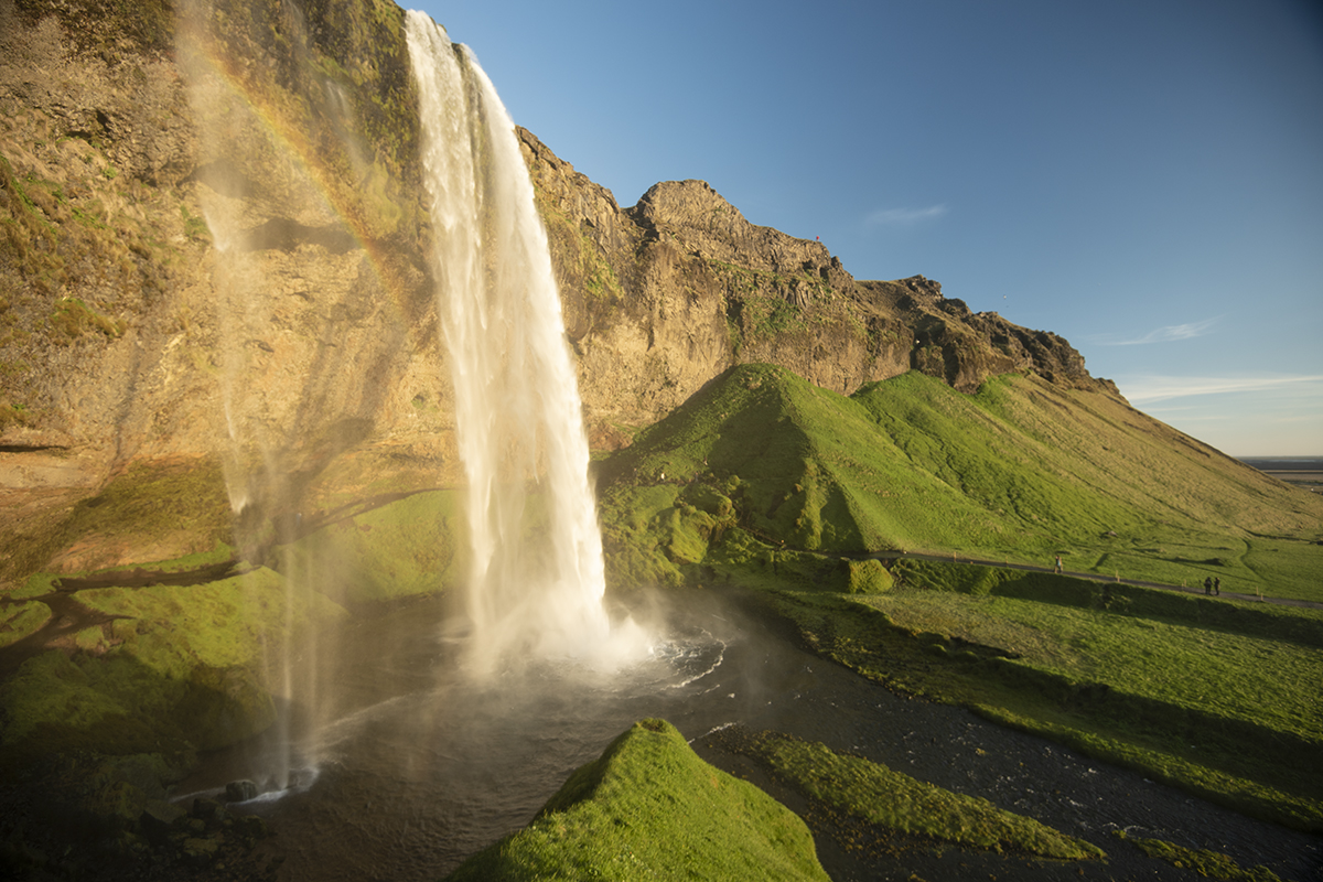 Seljalandsfoss is a striking and majestic 62-meter-high waterfall. It is also unique and probably on the list of 10 most photographed natural wonders in Iceland