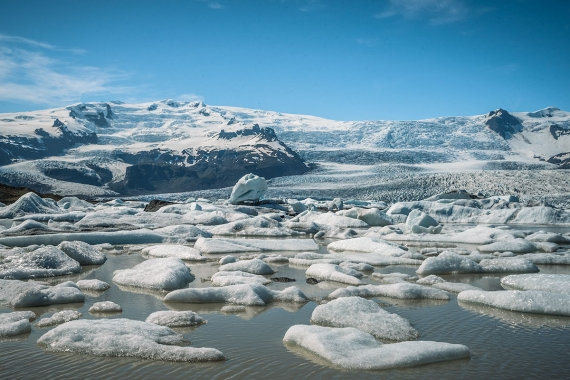 Approximately 10 kilometers before you come to Jökulsárlón from the west there is a turn on your left to Fjallsárlón