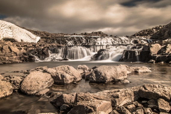 One such waterfall is by the road in the West Fjords at the mountain pass or Morse Steingrímsfjarðarheiði.