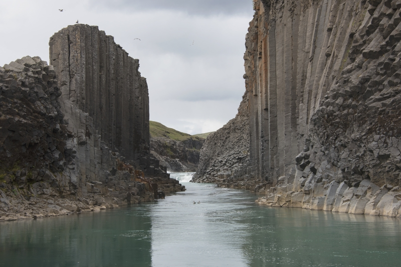 The formation of the basalt columns resembles a cathedral