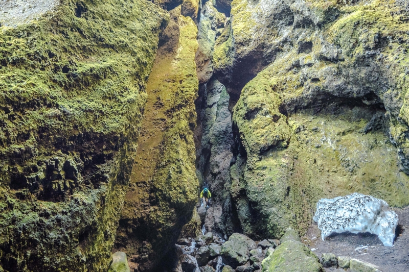 Although entering the ravine Rauðfeldsgjá is a bit of a clamber it is worth it when you come into the main entrance.
