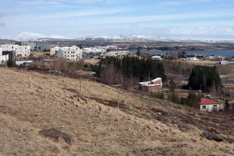 A beautiful neighborhood by the lake Elliðavatn