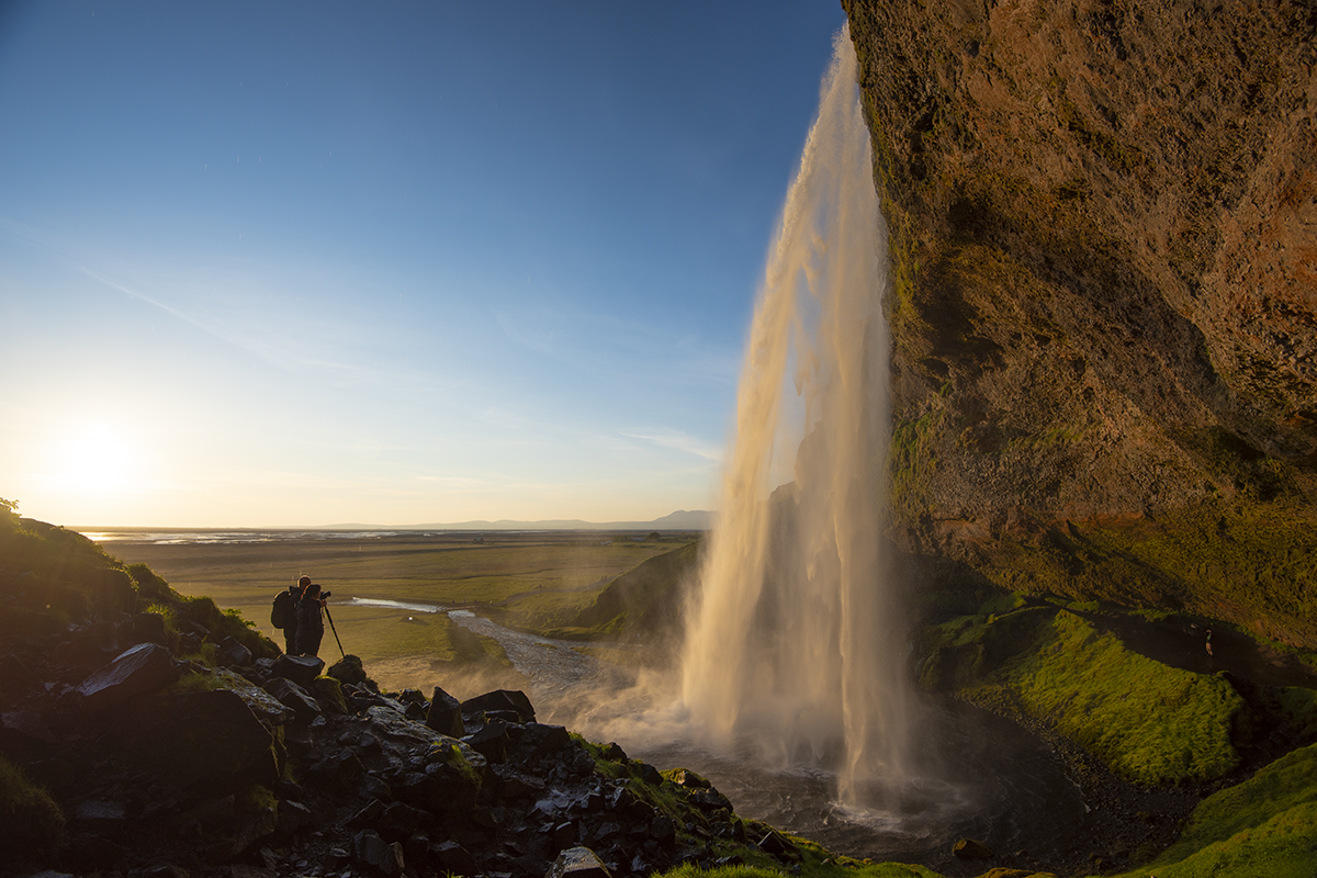 For those who are planning a photo tour visiting the Seljalandsfoss waterfall, you should schedule your visit after 6 PM