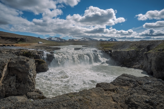 One of the beautiful waterfalls in the Highland is Gýgjarfoss located near the Highland Road Kjalvegur
