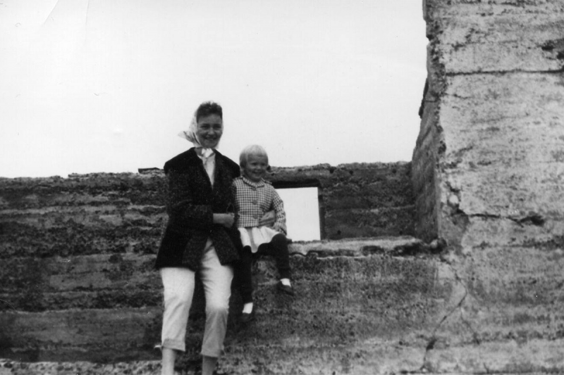 Oddný with her mother who died of cancer at the age of 49