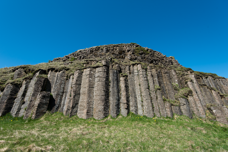 One of the most stunning rock formations in Iceland is Dverghamrar (The Dwarf Cliffs), some 10 km east of the Kirkjubæjarklaustur village.