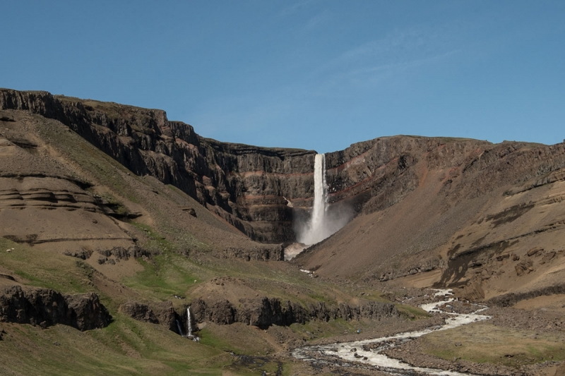 Hengifoss is in the Hengifossá River and runs into the Lake Lögurinn.